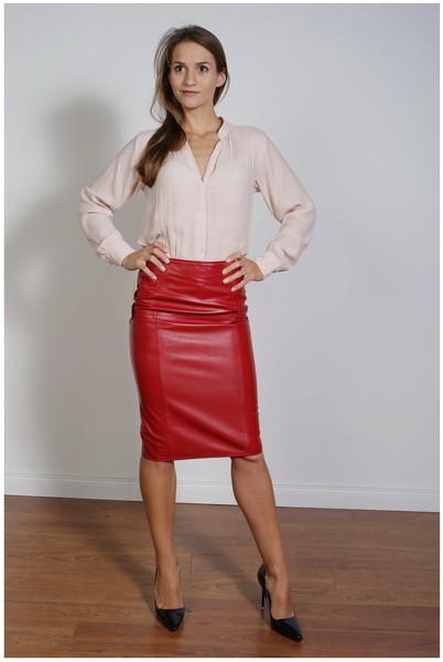 Luxus-Lederrock in der Farbe rot, Pencilskirt / Bleistiftrock, Grösse 46