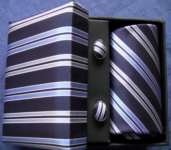 Krawatten mit Manschettenknöpfen und Einstecktuch