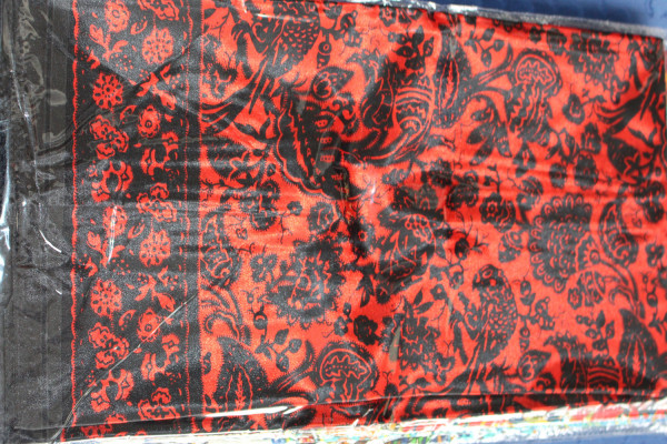 Satintuch 90 x 90 cm, rot/schwarz