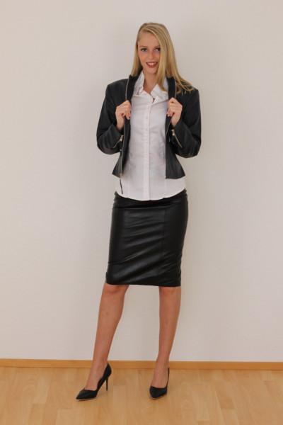 Taillierte Lederjacke in schwarz- Grösse L