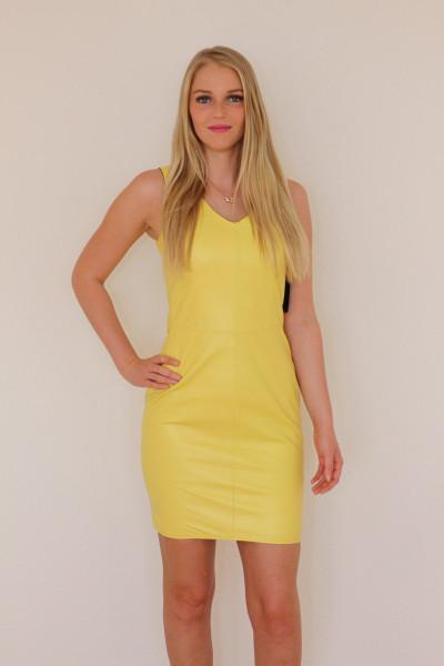 Lederkleid in gelb - Etuikleid aus Nappaleder Größe 36
